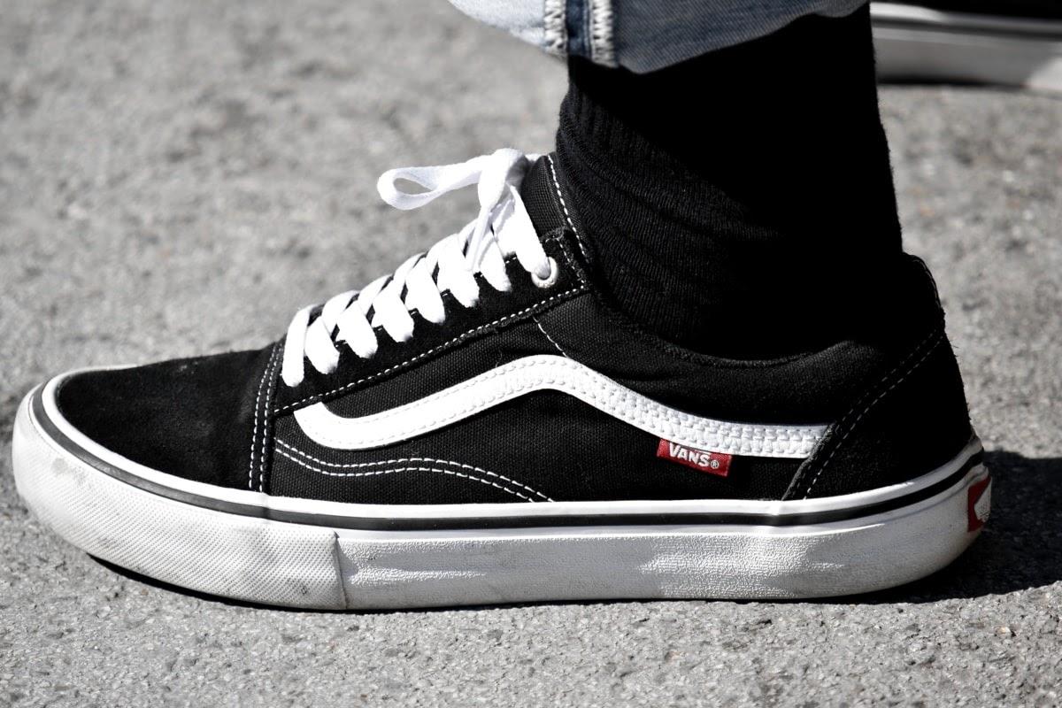 Những đôi giày nike air jordan 1 cổ cao và adidas yeezy 350 v2